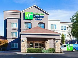 Holiday Inn Express Hotel & Suites Oakland-Airport photos Exterior
