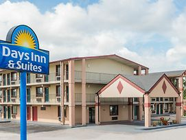 Days Inn & Suites By Wyndham Springfield On I-44 photos Exterior