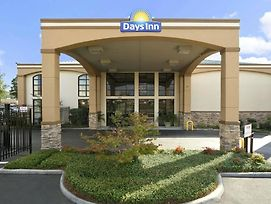 Days Inn & Suites By Wyndham Tuscaloosa - Univ. Of Alabama photos Exterior