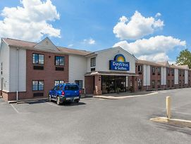 Days Inn & Suites By Wyndham Cambridge photos Exterior