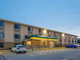 Super 8 By Wyndham Iowa City/Coralville photos Exterior