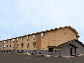 Super 8 By Wyndham Dubuque/Galena Area photos Exterior