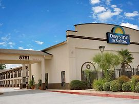 Days Inn & Suites By Wyndham Opelousas photos Exterior