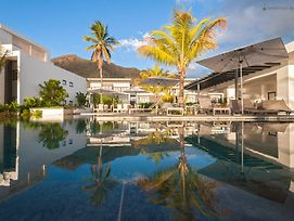 Latitude Luxury Beachfront Complex photos Exterior