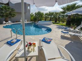 Luxury Xenos Villa 2 With 4 Bedrooms , Private Swimming Pool, Near The Sea photos Exterior