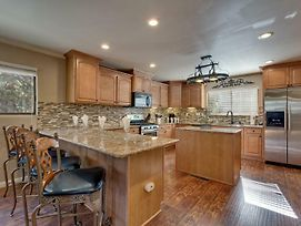 Close To Down Town, Bbq, Hot Tub, 4 Bedroom Tahoe Home photos Exterior