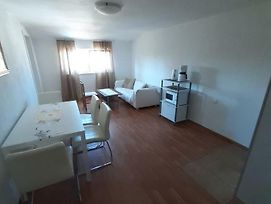 House Puseljic - Apartment 3. - A2+1 For Max 3 Pax With Own Tennis Court photos Exterior