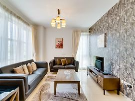 Meadow Ease By Emaar Spacious Two Bedroom Apartment Standpoint photos Exterior