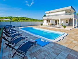 Cthv283 Beautiful Holiday Home With Pool On The Island Of Hvar 7 Persons photos Exterior