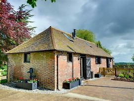 Charming Holiday Home In Faversham Kent With Fireplace photos Exterior