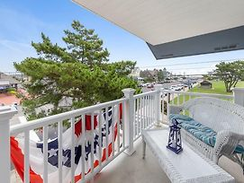 Ocean Side 2Nd Floor Duplex In The Heart Of Beach Haven One Block From The Beach. Front & Rear Decks. 3Rd Floor Suite. Walking Distance To Shops, Attractions, Pubs And Resturants 136855 photos Exterior