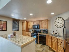 Foxpoint 1 - 2Bd - Beautiful Townhome At Resdstone photos Exterior