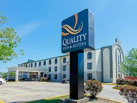 Quality Inn & Suites Near Tanger Outlet Mall photos Exterior