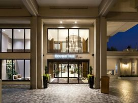 Doubletree By Hilton Hotel & Suites Victoria photos Exterior