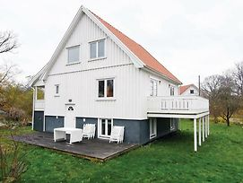 Five Bedroom Holiday Home In Nordkoster photos Exterior