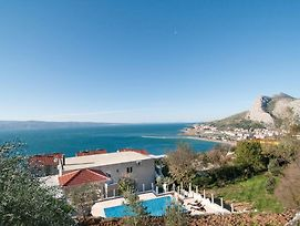 Three-Bedroom Apartment With Sea View In Omis photos Exterior