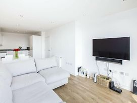Bright 1 Bedroom East London Apartment With Balcony photos Exterior