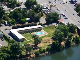 Travelodge By Wyndham Red Bluff photos Exterior