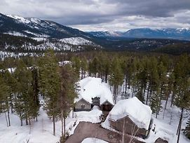 Whispering Pines Chalet Home photos Exterior