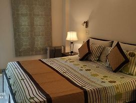 Short Stay Luxury Separate 3Bhk In Green Park Near Metro With Lift. photos Exterior