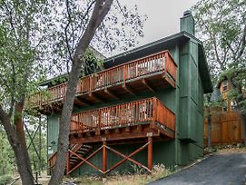 Chipmunk Treehouse photos Exterior