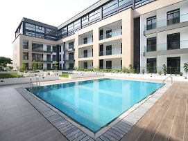 Embassy Garden Apartments W Pool+Gym+Parking photos Exterior