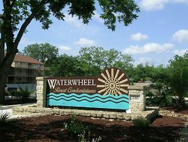 Beautiful Guadalupe River Hideaway Only 6 Blocks From Schlitterbahn And Comal - Waterwheel E-303 photos Exterior