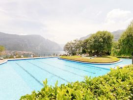 Apartment With Private Parking & Shared Pool! photos Exterior