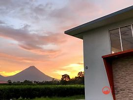 Majestic Arenal House - Private Pool, Wifi, A / C photos Exterior
