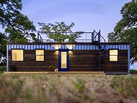 Container Tiny Home 12 Min To Magnolia Silos And Baylor photos Exterior