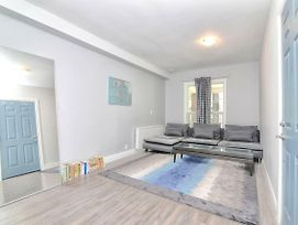 1 Bedroom Loft Style Apartment In Leslieville photos Exterior