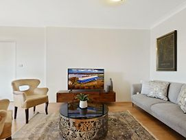 Homehotel-Ultra Convenient Luxury Apartment Close To Train, Shops, Cbd photos Exterior