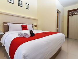 Reddoorz Near Udayana University Jimbaran 2 photos Exterior