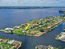 Cape Coral Waterfront Pool Home photos Exterior