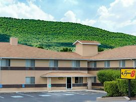Super 8 By Wyndham Burnham/Lewistown photos Exterior