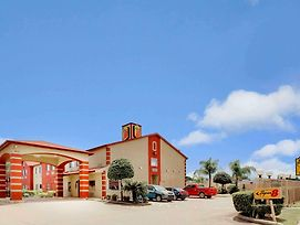 Super 8 By Wyndham Houston/I-10/Federal Road photos Exterior