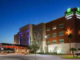 Holiday Inn Express & Suites Edinburg-Mcallen Area photos Exterior