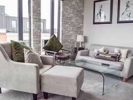 Luxurious 2 Bedroom Penthouse With Balcony photos Exterior