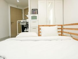 Simply White And Compact Studio At Amethyst Apartment By Travelio photos Exterior