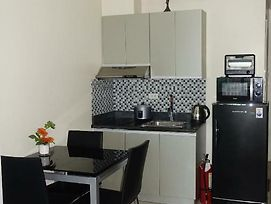Affordable Makati Serviced Apartments photos Exterior