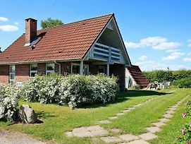 Three-Bedroom Holiday Home In Hesselager 2 photos Exterior