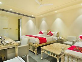 Pinky Villa A Boutique Hotel - 5 Mins To New Delhi Railway Station photos Exterior