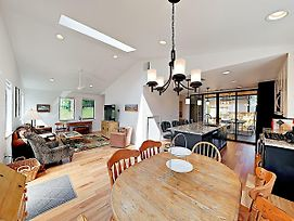New Listing! Stylish Home In Hip East Austin Home photos Exterior