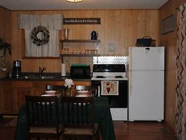 2 Peaceful - 1 Bedrooms, 1 Baths, Sleeps 4 Cabin photos Exterior