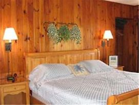 Chieftain Motor Inn photos Room