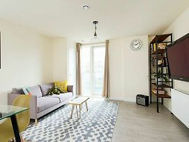 Bright And Spacious 2Br Flat In East London photos Exterior