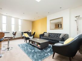 The College Green Place Elegant & Contemporary 2Bdr Home photos Exterior