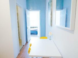 2 Bedrooms Apartment Near Kensington Market - Unit 5 photos Exterior