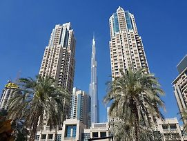 Signature Holiday Homes- Luxury 2 Bhk With Full Burj Khalifa & Fountain View, photos Exterior