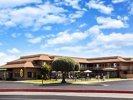 Super 8 By Wyndham Lindsay Olive Tree photos Exterior